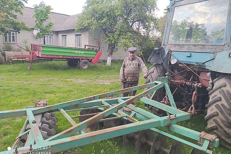 Родина Паліїв придбала всю техніку, яка необхідна в селі.