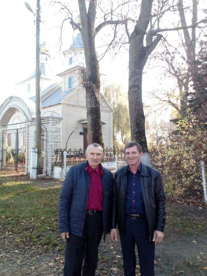 Директор школи Василь Луцюк та голова Щуринської сільради Василь Карпюк.