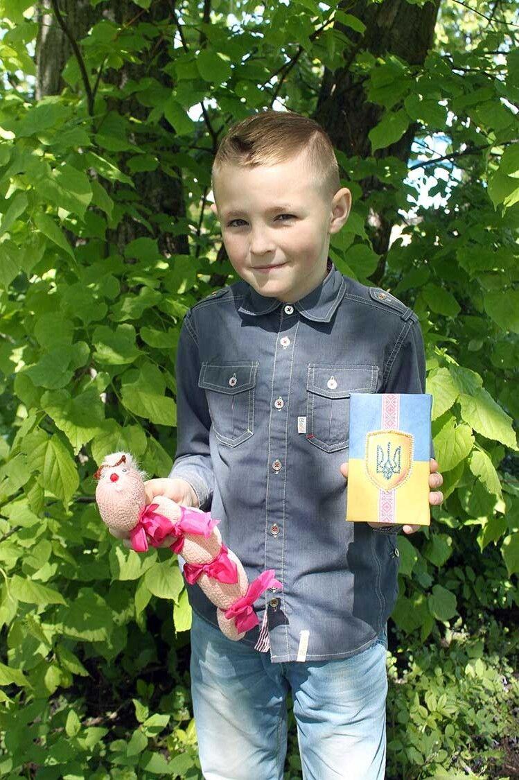 Не проблема, що подарувати друзям та рідним на дні народження, — Богдан презентує власні сувеніри.