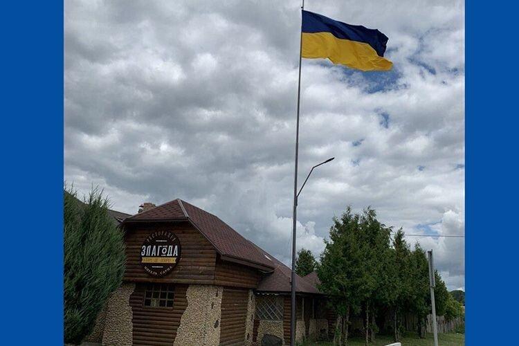 Прапор шиють на замовлення в Луцьку з якісного шовку.