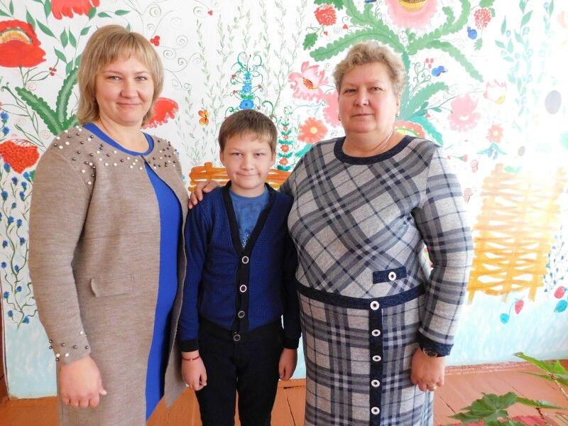 Ювілярка Галина Долонська з донькою Галиною Янчук і внуком Орестом.