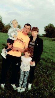 Віра і Іван Бучмани з донечками Каріною і Міланою
