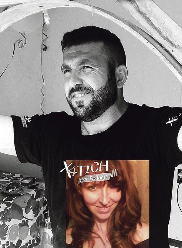 Такий подарунок – футболку зі своїм портретом – Ліна подарувала чоловікові на їхне трояндове весілля. Щоб завжди бути з ним.