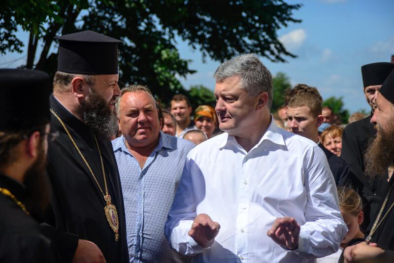 Порошенко наголосив, що Томос був дарований Україні самим Господом Богом.
