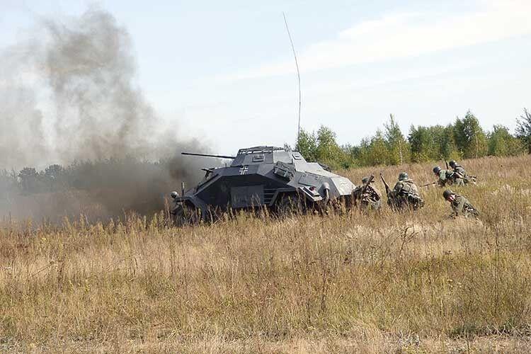 Вояки УПА підбили ворожу бронемашину.