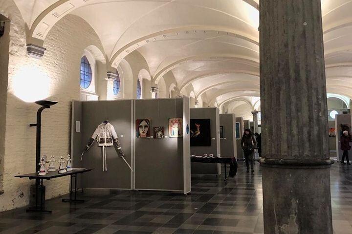 Протягом тижня гості міста та його жителі могли ознайомитися з виставкою картин українських художників.