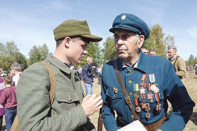 Ростислав Кушнірук має що розповісти молоді.
