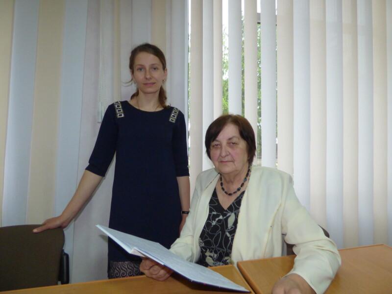Галина Садюк ділиться з молодшими своїм досвідом.