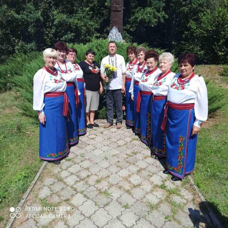 Учасниці колективу «Барви осені» в урочищі «Вовчак».