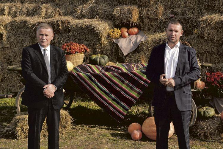 Юрій Горбенко (ліворуч) таМихайло Корилкевич переконані, що наВолині сімейні ферми мають перспективу.