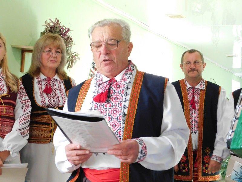 Співає старійшина «Хлібодару»  Євген Трач. Фото Лесі ВЛАШИНЕЦЬ.