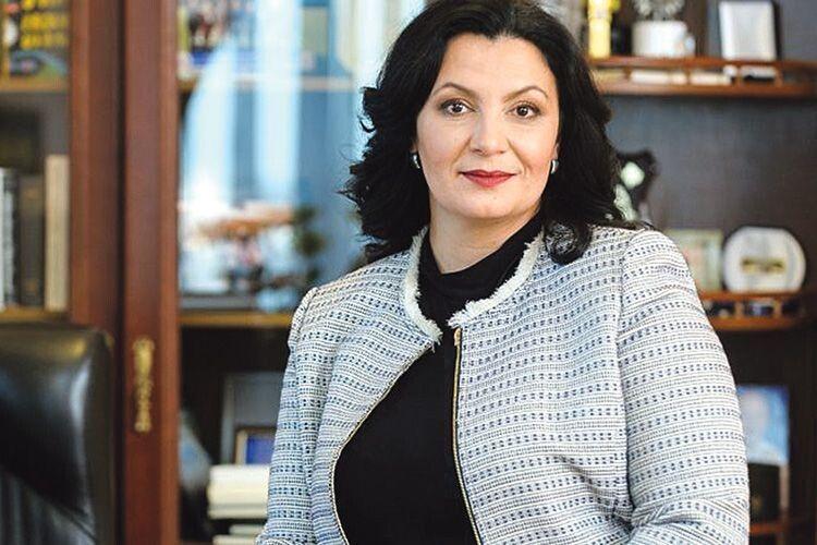 Красива жінка з роду Климпушів, кілька поколінь якого відстоює українську ідею, продовжує справу предків, працюючи у парламенті.