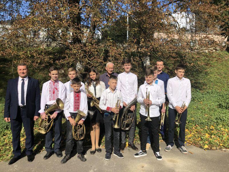 Гостей зустрічає духовий оркестр Горохівської музичної школи. Фото Лесі ВЛАШИНЕЦЬ.