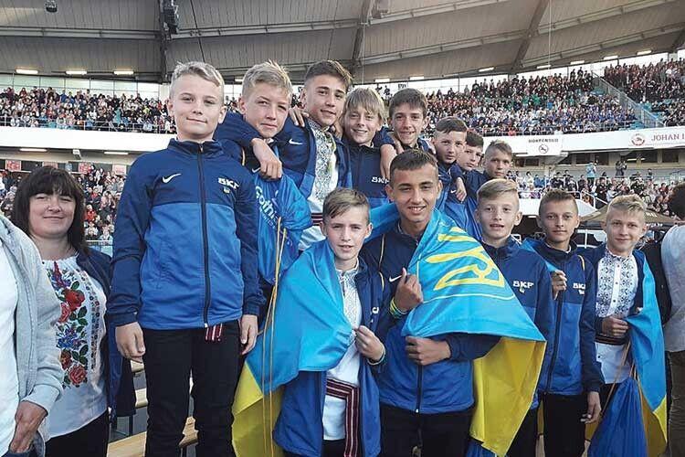 Українських козаків у«синьо-жовтій» Швеції можна впізнати завишиванками.