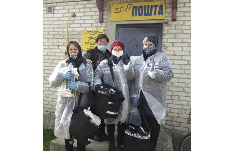 Людмила Юшак, Лариса Рудусь, Наталія Луцюк, Наталія Вінчук (зліва направо) до роботи в складних умовах готові.