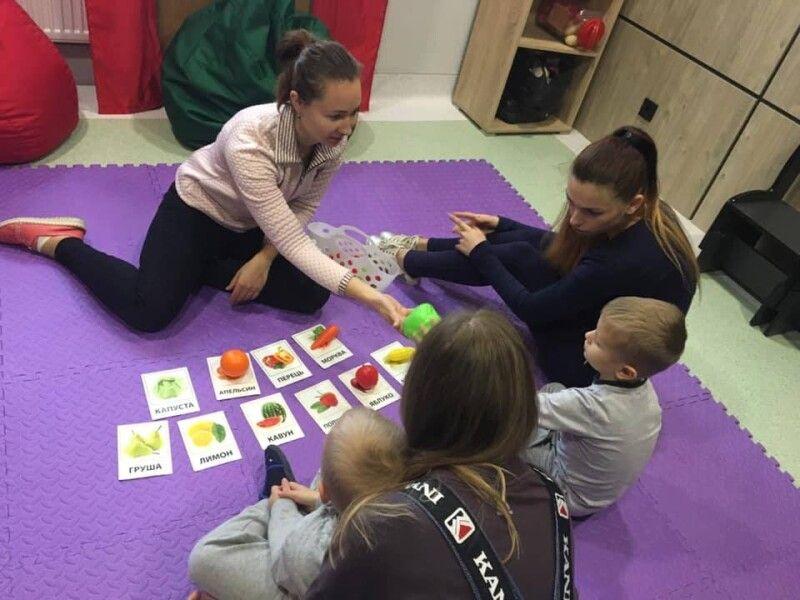 Логопедична робота - взаємна праця на педагога, дитини і мами.
