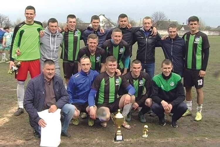 Нарешті почесний трофей здобули і цуманські футболісти.