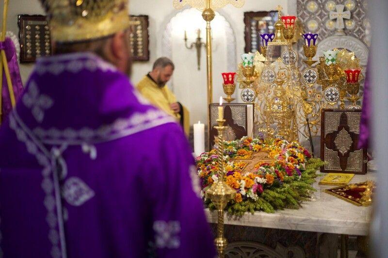 Саме Хрест, а не квіти чи мед, треба із радістю зустрічати, усім серцем дякуючи Богу за його милість. Фото із сайту pereyaslav-eparchia.kiev.ua.