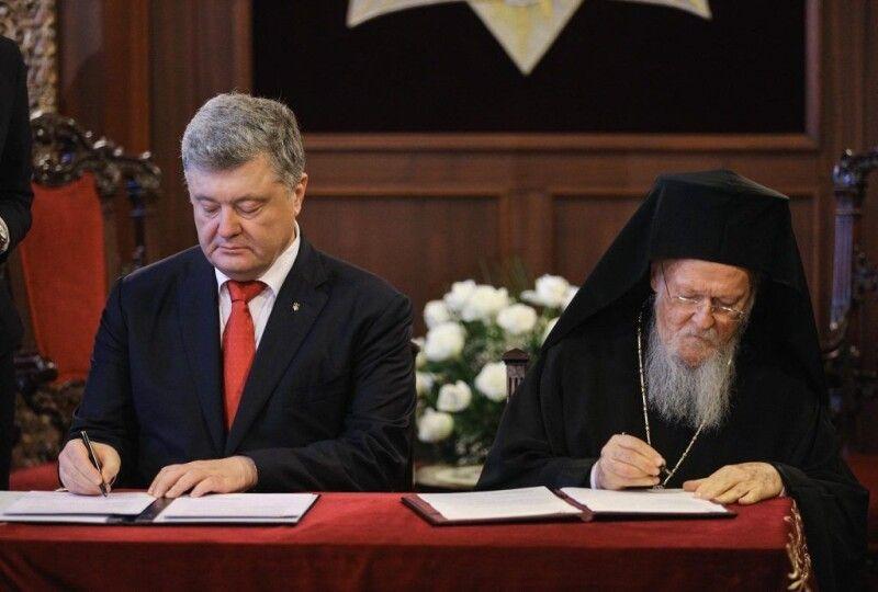 3 листопада 2018 року Петро Порошенко та Вселенський Патріарх Варфоломій підписали у Стамбулі Угоду про співпрацю та взаємодію між Україною та Вселенським Патріархатом.