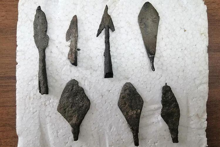 Ця плита і колекція наконечників стріл нещодавно поповнила фонди  Володимир-Волинського історичного музею імені Омеляна Дверницького.