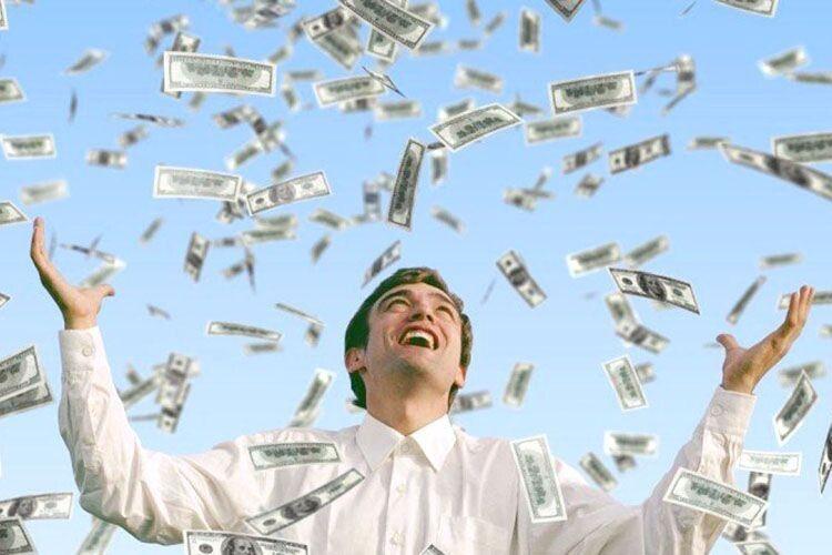 Якби мали 700 баксів на місяць вдома, то б і про заробітки не думали?